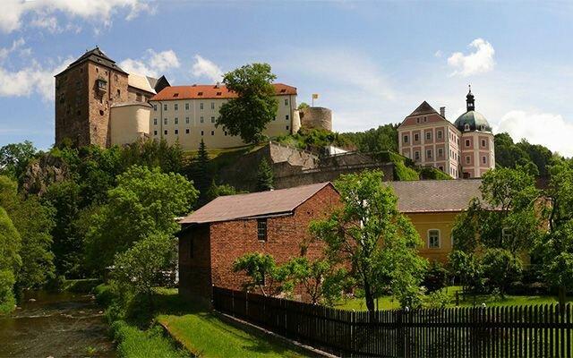 Средневековая крепость Локет