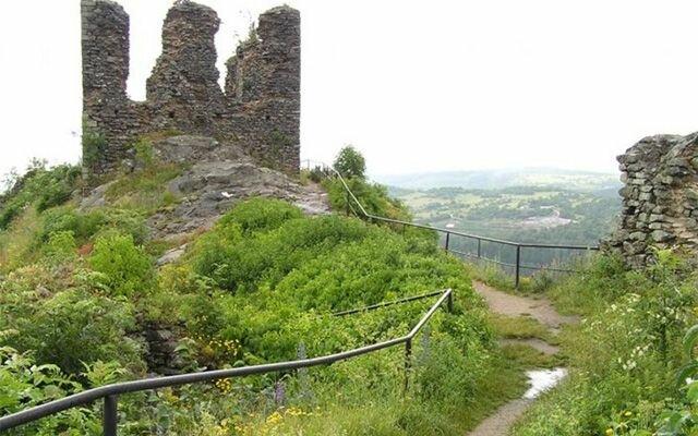 Развалины готической крепости