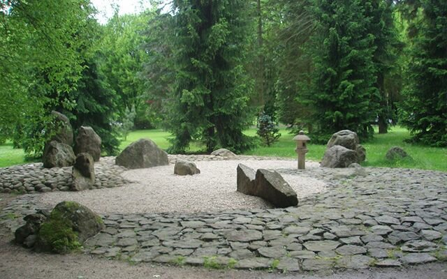 Японский сад камней в Карловых Варах
